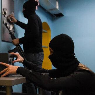 Если в офис ворвались грабители?